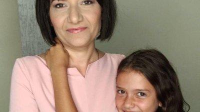 Емилия Дунова е майка на две деца и спешно се нуждае от средства за лечение