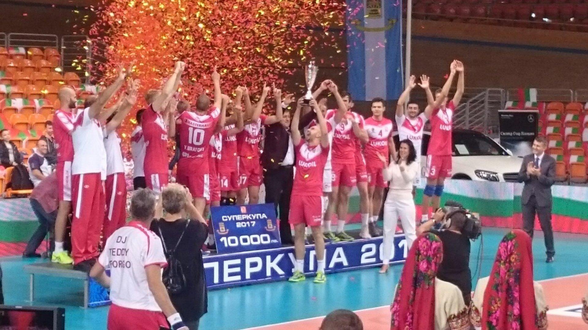 Бургаските волейболисти тренират на пълни обороти за новия сезон при домашни условия. Снимка Община Бургас