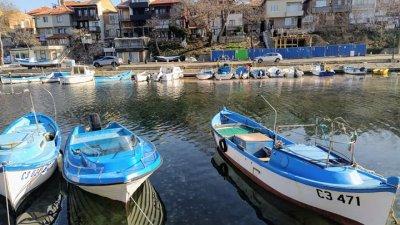 Заради топлото време, лодките все по-често влизат в морето. Снимка Черноморие-бг