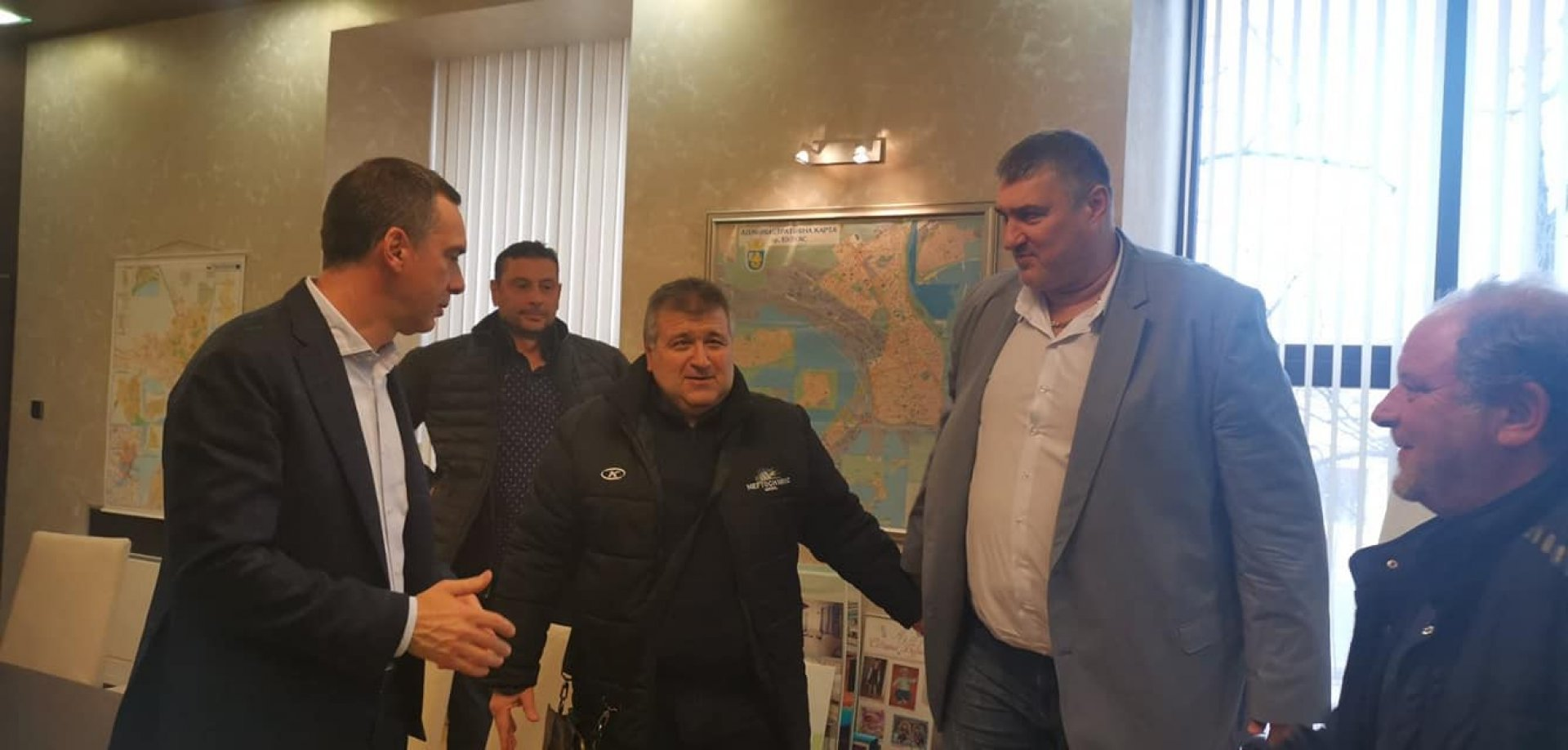 Срещата се проведе в кабинета на кмета на Бургас Димитър Николов (вляво). Снимки Личен архив Йордан Георгиев