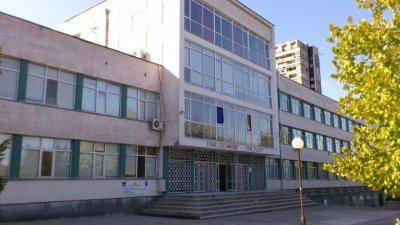 Ако докладната записка бъде приета, от есента двете гимназии ще имат собствени сгради. Снимка Община Бургас
