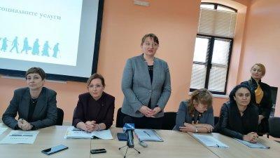 Мерките се въвеждат със заповед на министър Деница Сачева (в средата). Снимка Архив Черноморие-бг
