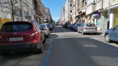 Заповедта за удължаване на срока за безплатно паркиране е на кмета на Бургас Димитър Николов. Снимка Черноморие-бг