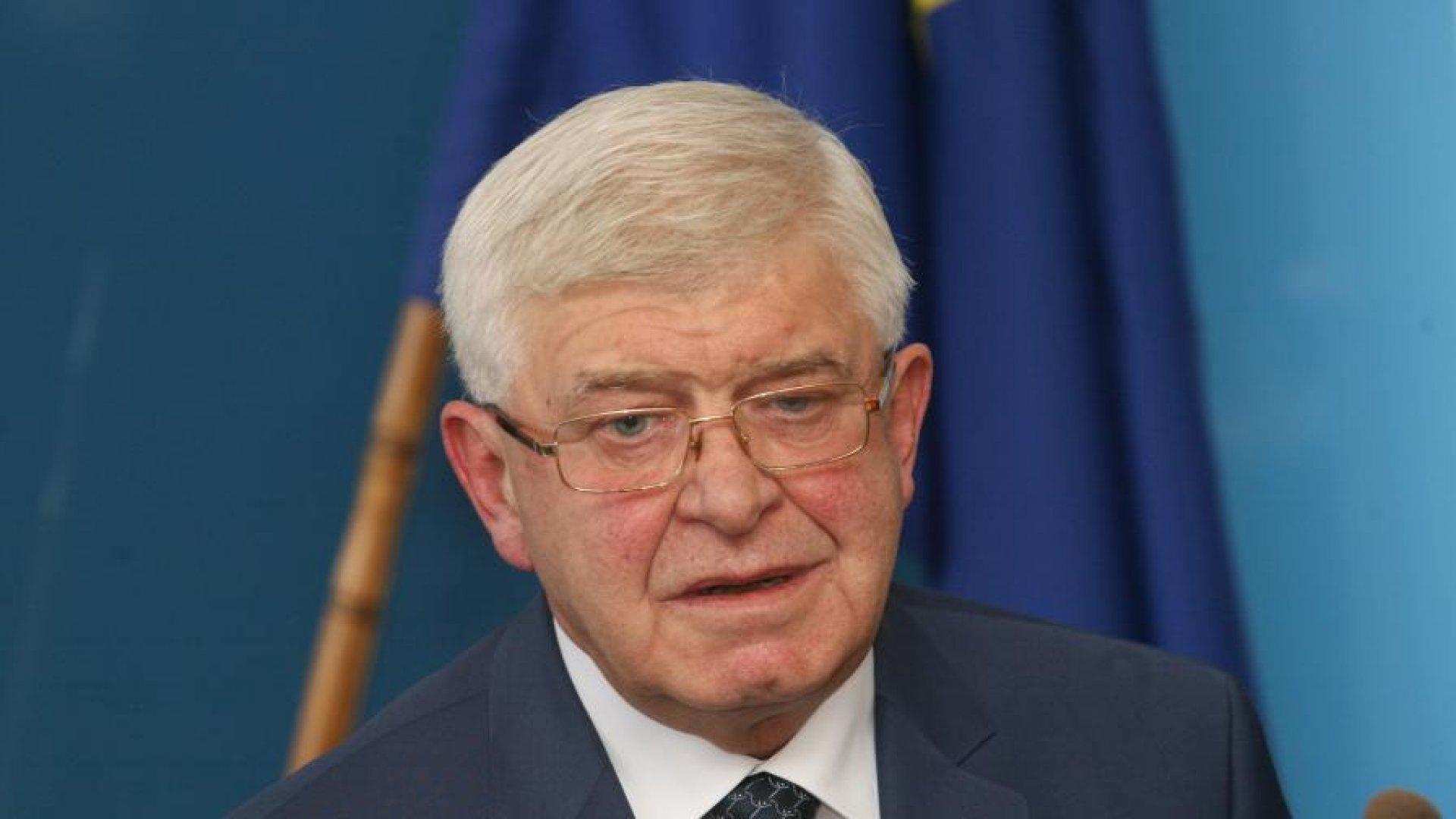 Препоръчваме на областните щабове да засилят контрола във всяка област по спазване на мерките, каза министър Ананиев. Снимка БГНЕС