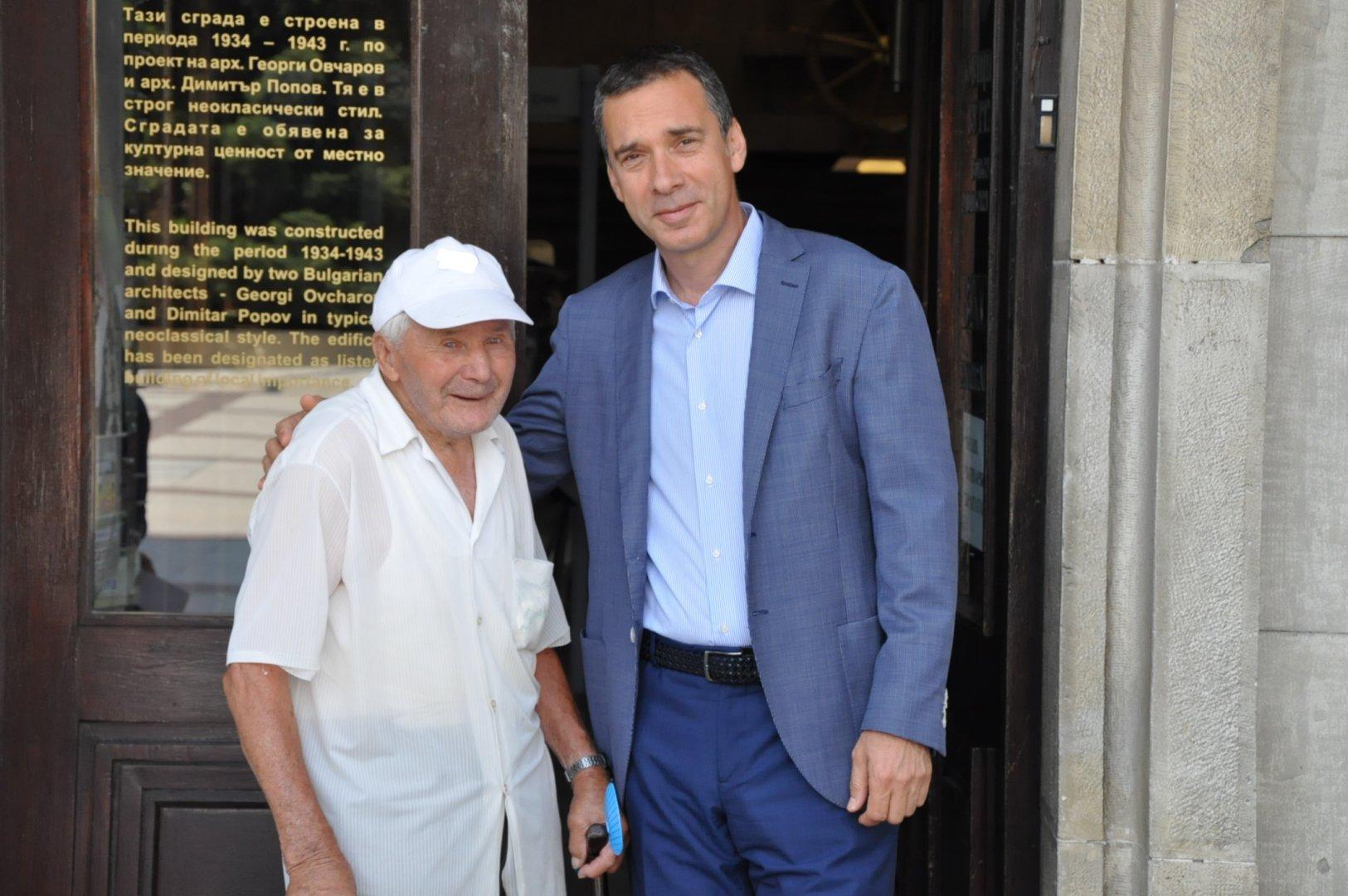 Никола Мечев ще празнува рождения си ден на 1-и август. Снимка Община Бургас
