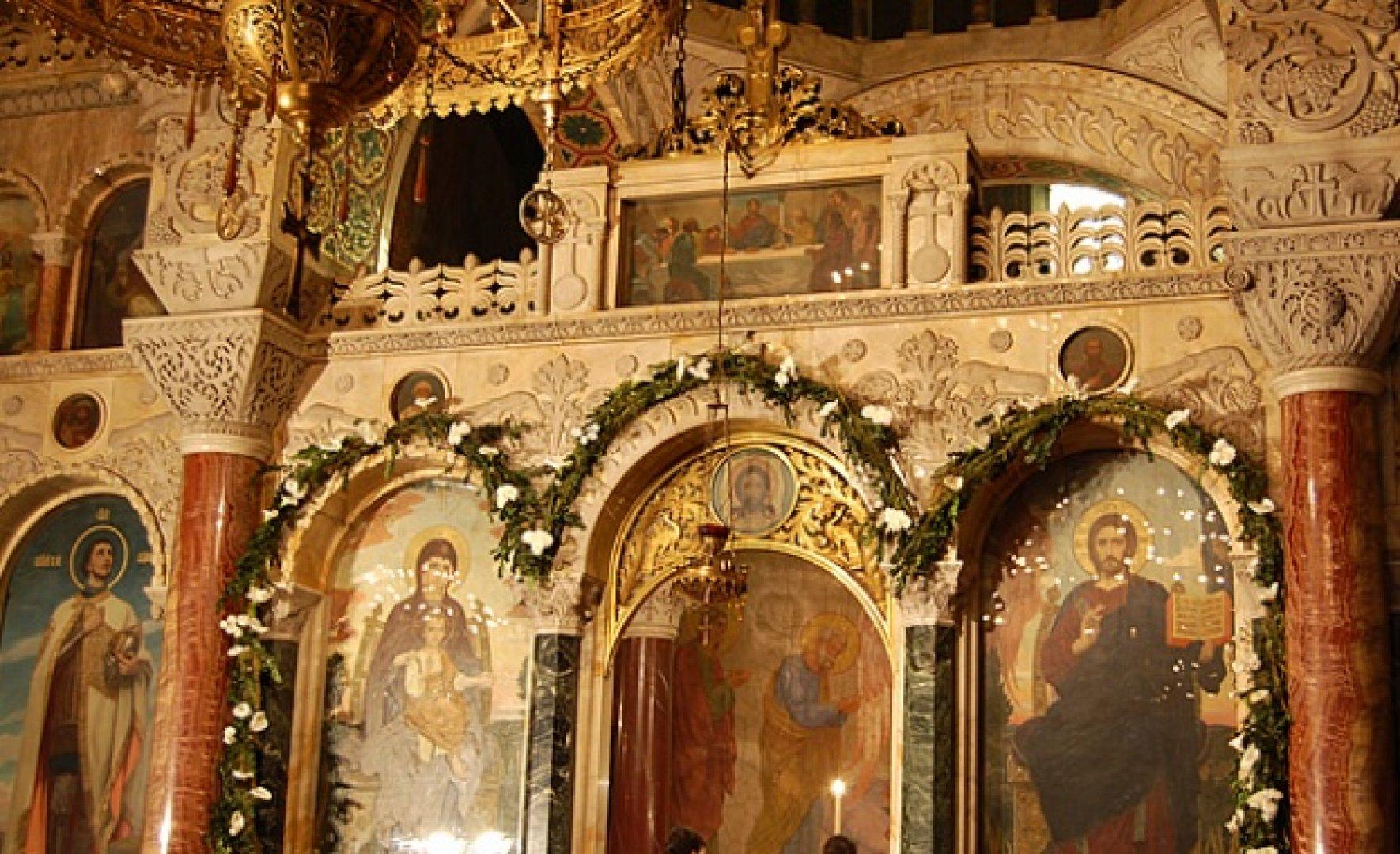 Църквата отдава почит на тримата светци