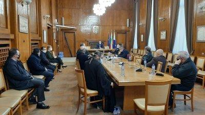 Представители на всички вероизповедания в Бургас участваха в срещата инициирана от кмета Димитър Николов. Снимка Община Бургас