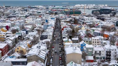 Снежен Рейкявик днес. Снимка MARTIN HOLVIK / NRK