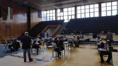 Заради извънредното положение и мерките за сигурност сесията се провежда в зала Бойчо Брънзов. Снимка Черноморие-бг