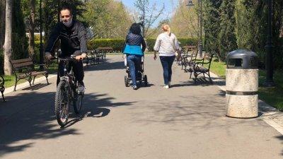 Карането на колело като индивидуален спорт се разрешава от утре, въпреки това масово бургазлии караха колела в Морската тази седмица, въпреки че бе забранено. Снимка Архив Черноморие-бг