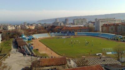 Новите трибуни ще бъдат изградени, докато тече ремонта на стадиона. Снимка Архив