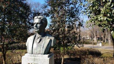 Ритуалът ще се проведе пред паметника на Левски в Морската градина. Снимка Община Бургас