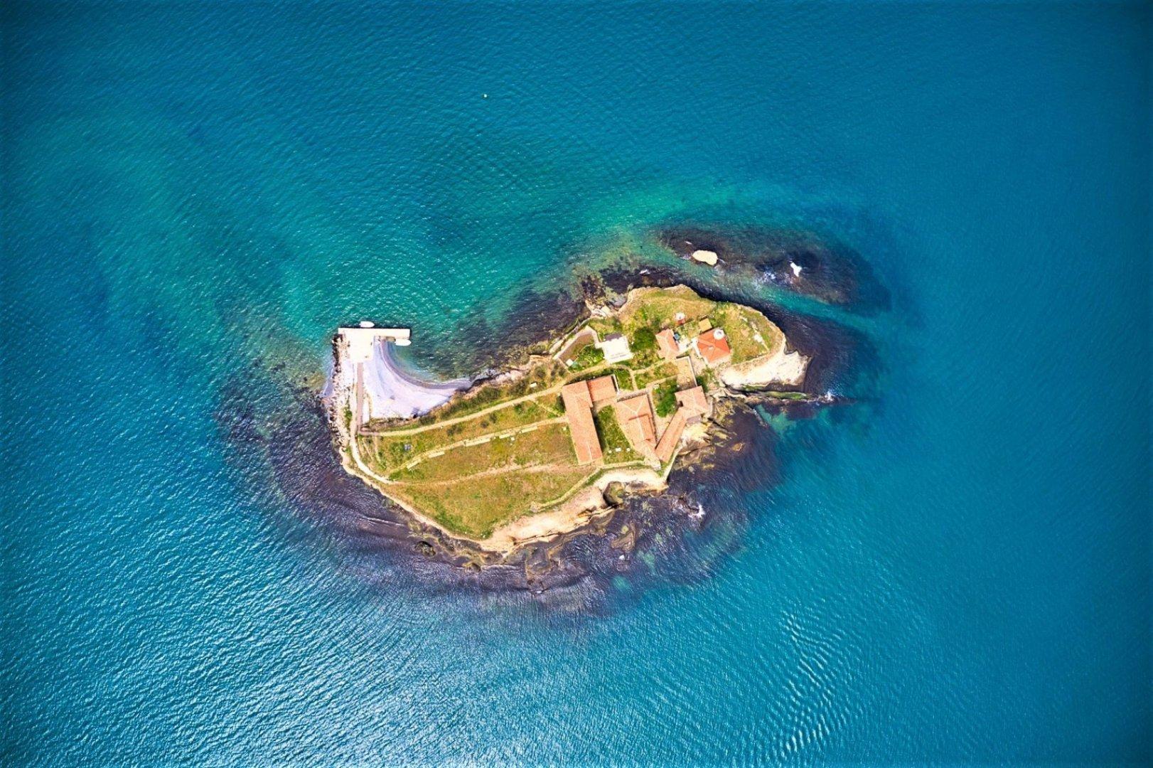 Тази неделя ще се проведе Ден на чистото море, а гостите на острова ще опитат безплатно черноморски миди. Снимки Община Бургас