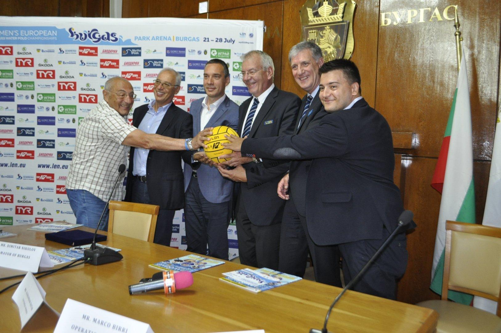 Състезанието е една възможност България отново да покаже своя потенциал, каза кметът Димитър Николов. Снимка Община Бургас