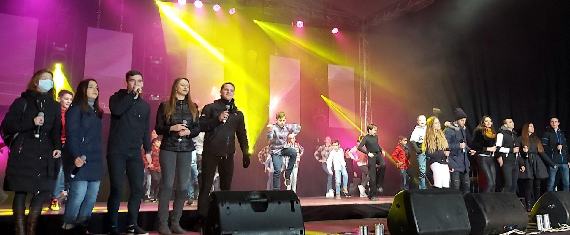 Бургаските таланти пяха и танцуваха на сцената на Тройката. Снимки Община Бургас