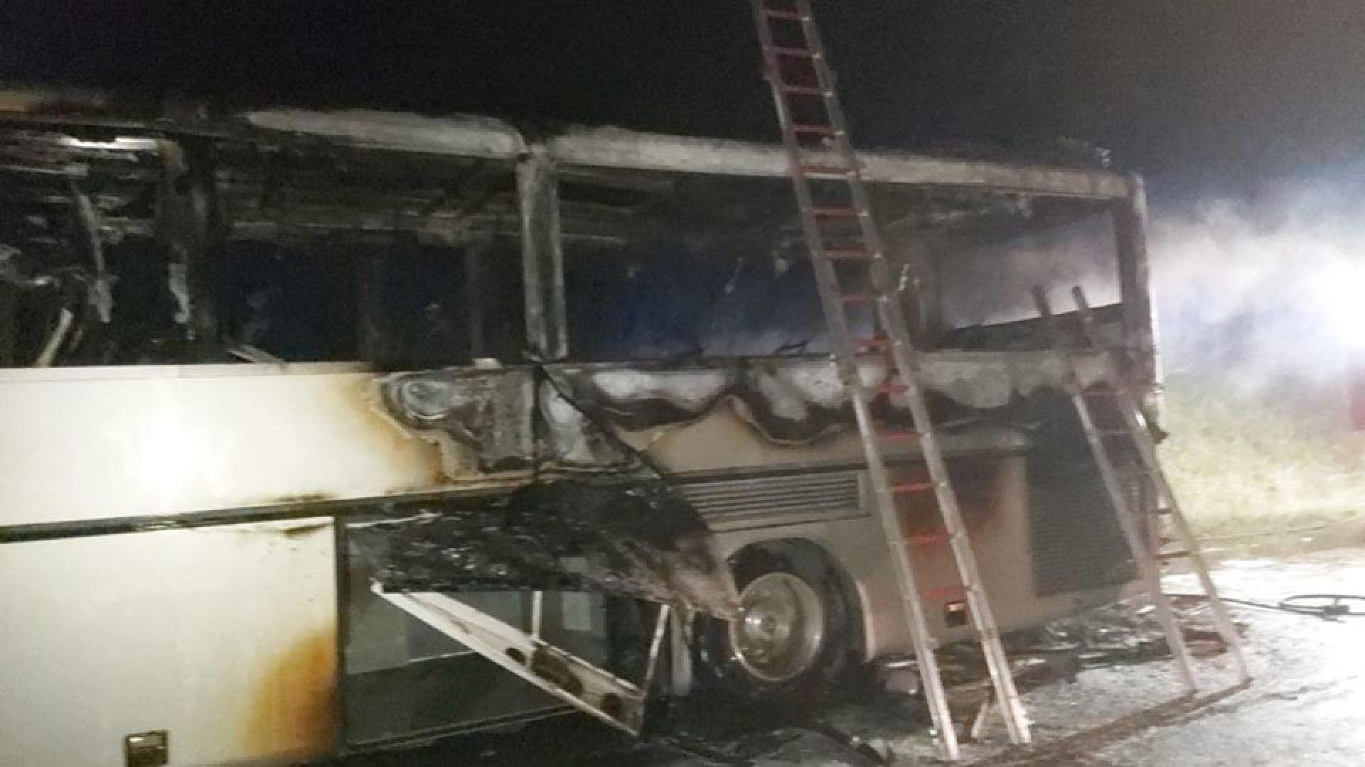 Автобусът е изгорял напълно, пострадали пътници няма. Снимки Община Бургас