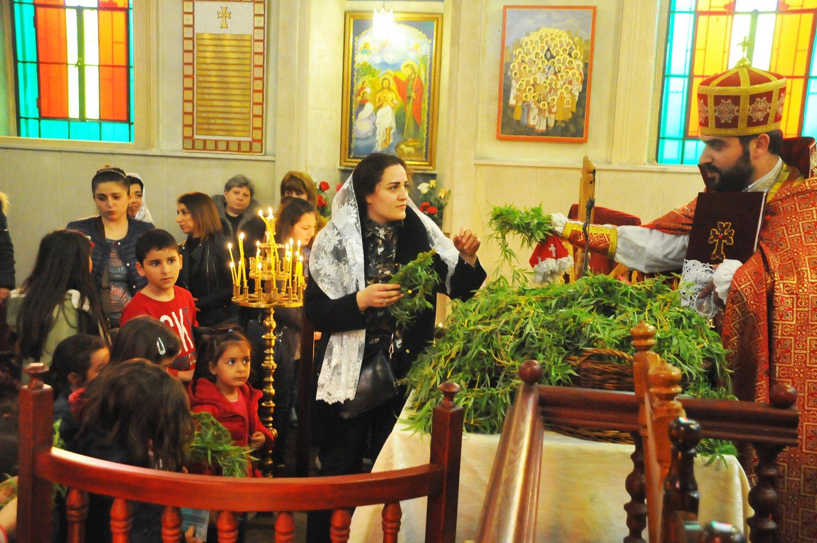 Арменци и католици празнуват Цветница днес. Снимки Лина Главинова