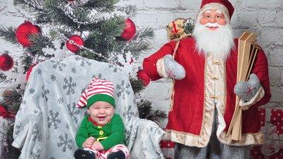 Малкият Антон е на седем месеца, а това е първата му Коледа