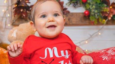 Божидар е на осем месеца и това е първата му Коледа