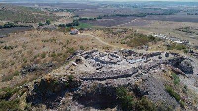 Кулата на замъка в крепостта е проучена изцяло това лято. Снимки РИМ - Бургас