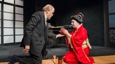 Мария Сапунджиева и Тодор Близнаков си партнират в постановката. Снимки Игнат Дяволов