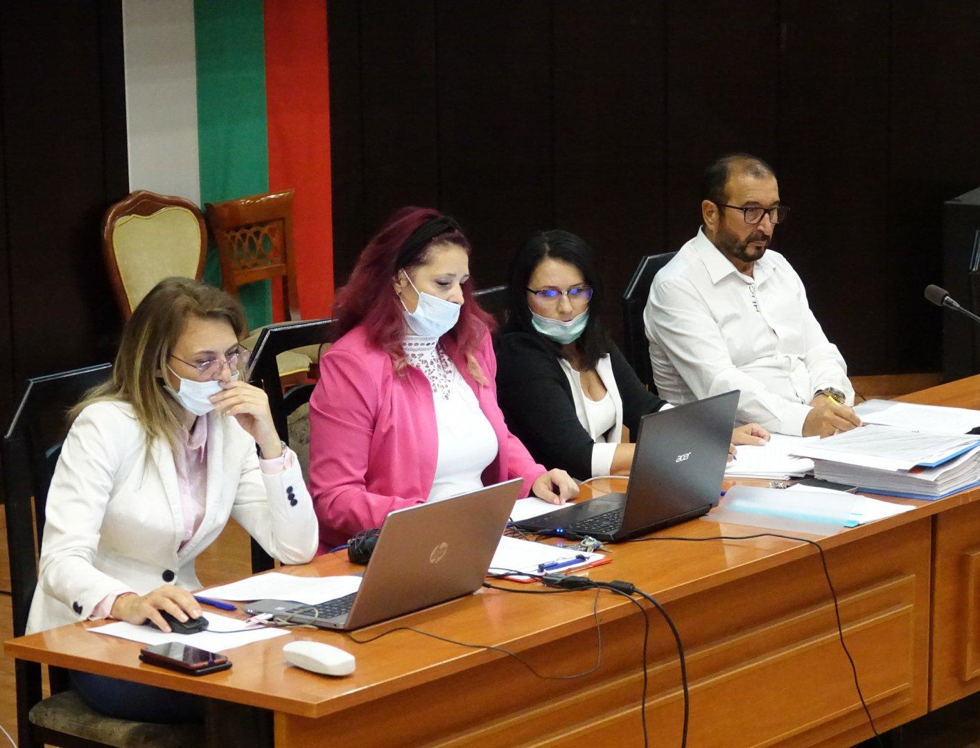 Членовете на Комисията по бюджет и финанси одобриха докладните записки. Снимки ОбС - Варна
