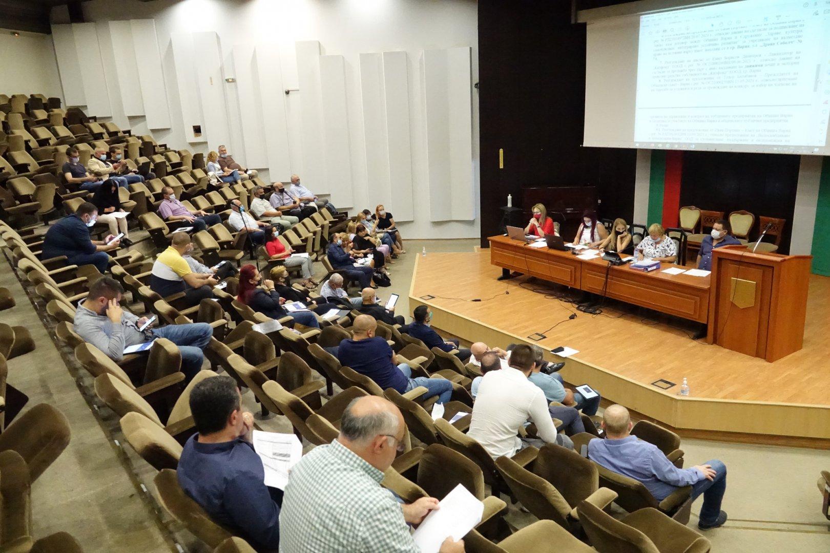 Отчетите на общинските фирми бяха разгледани на заседание на Постоянната комисия по собственост и стопанство. Снимка ОбС - Варна