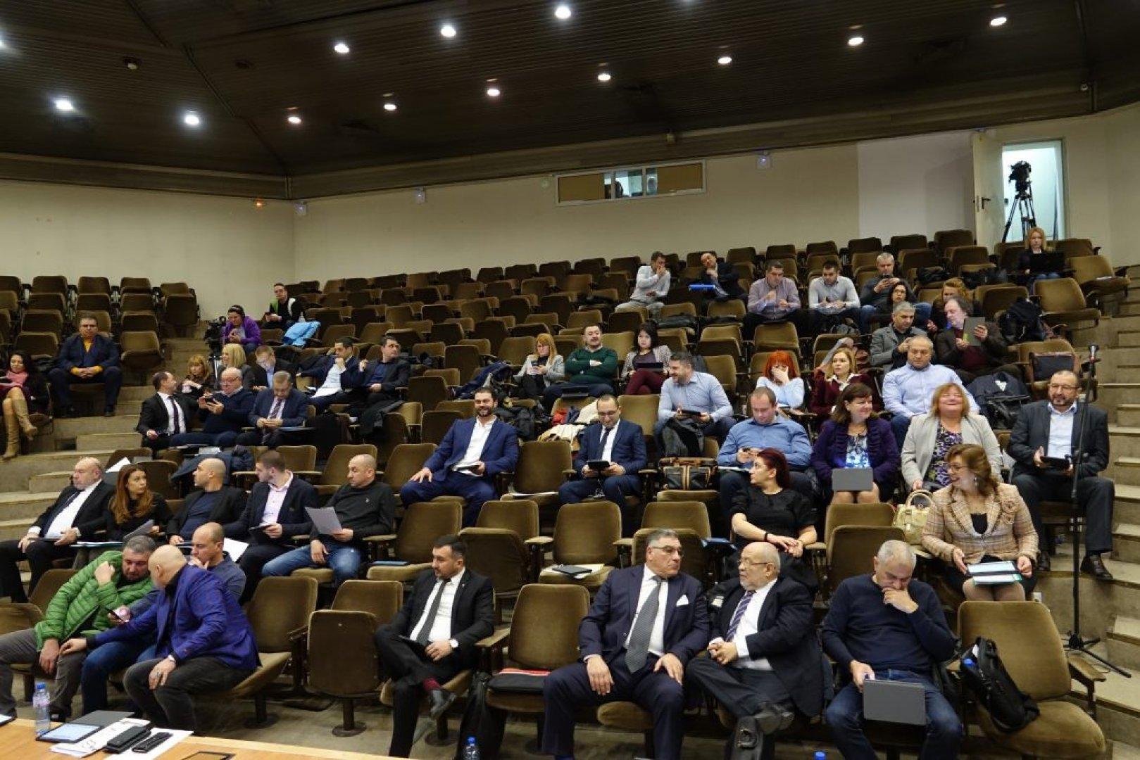 23 съветници подкрепиха бюджета на Община Варна за настоящата година. Снимки ОбС - Варна