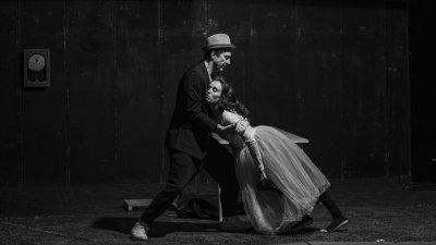 Деян Донков се изявява и като режисьор на спектакъла Любовникът. Снимка НТ Иван Вазов