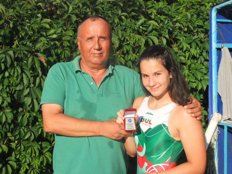 Стела Димитрова заедно с треньора на клуба. Снимка Черноморец