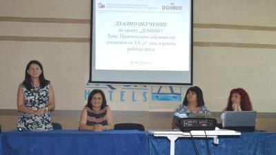 Петя Евтимова - ръководител на Домино (вляво) участва в заключителната пресконференция