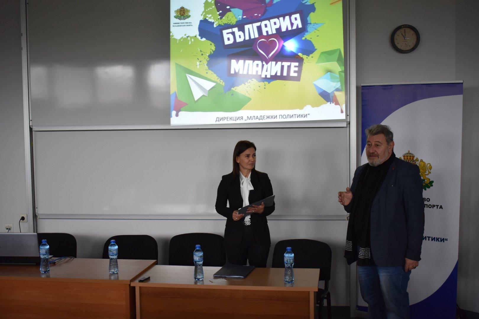 Зам.-министърът обмени и идеи с младежите в Бургас