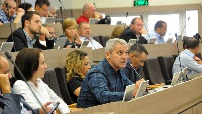 Съветниците подкрепиха и двете докладни записки на администрацията. Снимки Лина Главинова