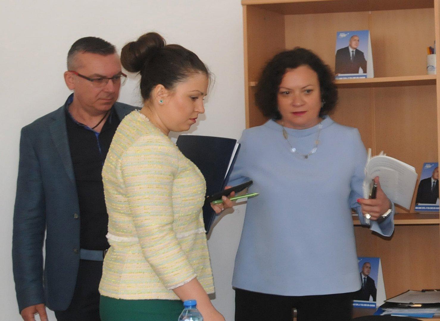 Това е най-мащабният проект на ВиК Бургас, каза Василева (вдясно). Снимка Лина Главинова