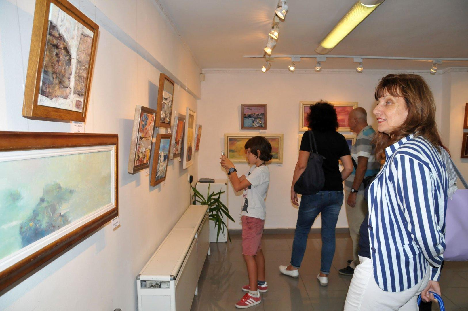 Арт изявите в галерия Бургас за 2019-та година стартират с експозиция на Дим арт. Снимка Архив Черноморие-бг