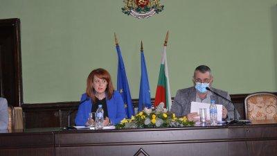 Щабът бе свикан от областния управител на област Бургас Мария Нейкова. Снимка Областна управа