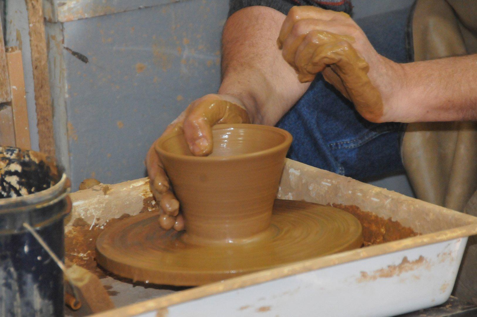 Децата от подготвителната група ще могат да работят с глина в Школата по керамика на училището. Снимка Архив Черноморие-бг