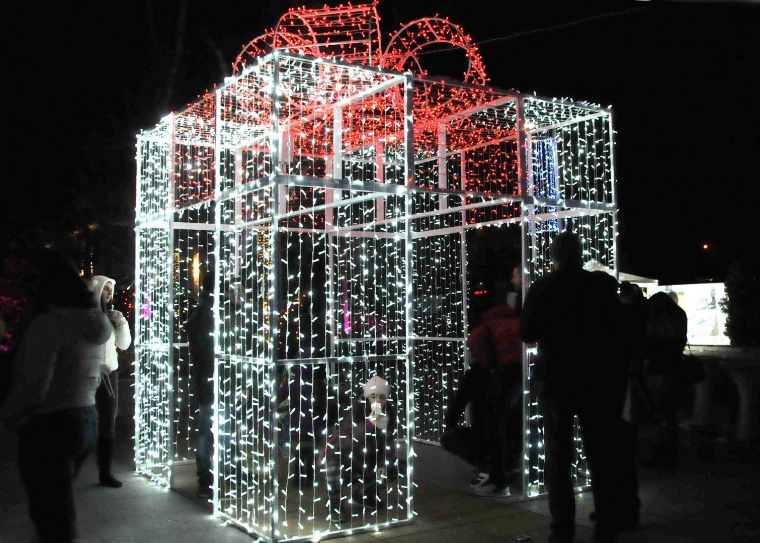 Кулминацията на празника е светването на коледните светлини. Снимка Архив Черноморие-бг