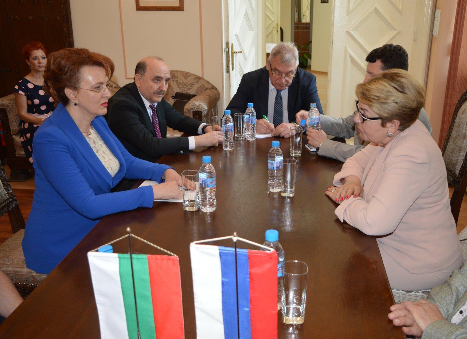 Н.Пр. Елеонора Митрофанова (вдясно) се срещна с областния управител на област Бургас Мария Нейкова. Снимка Областна управа