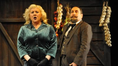 Албена Михова и Тончо Токмакчиев за първи път заедно в пиесата Милионерът. Снимки Лина Главинова