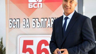 На Бургас е нужен нов модел на управление, смята кандидът-кметът на БСП за България Николай Тишев. Снимки Лина Главинова