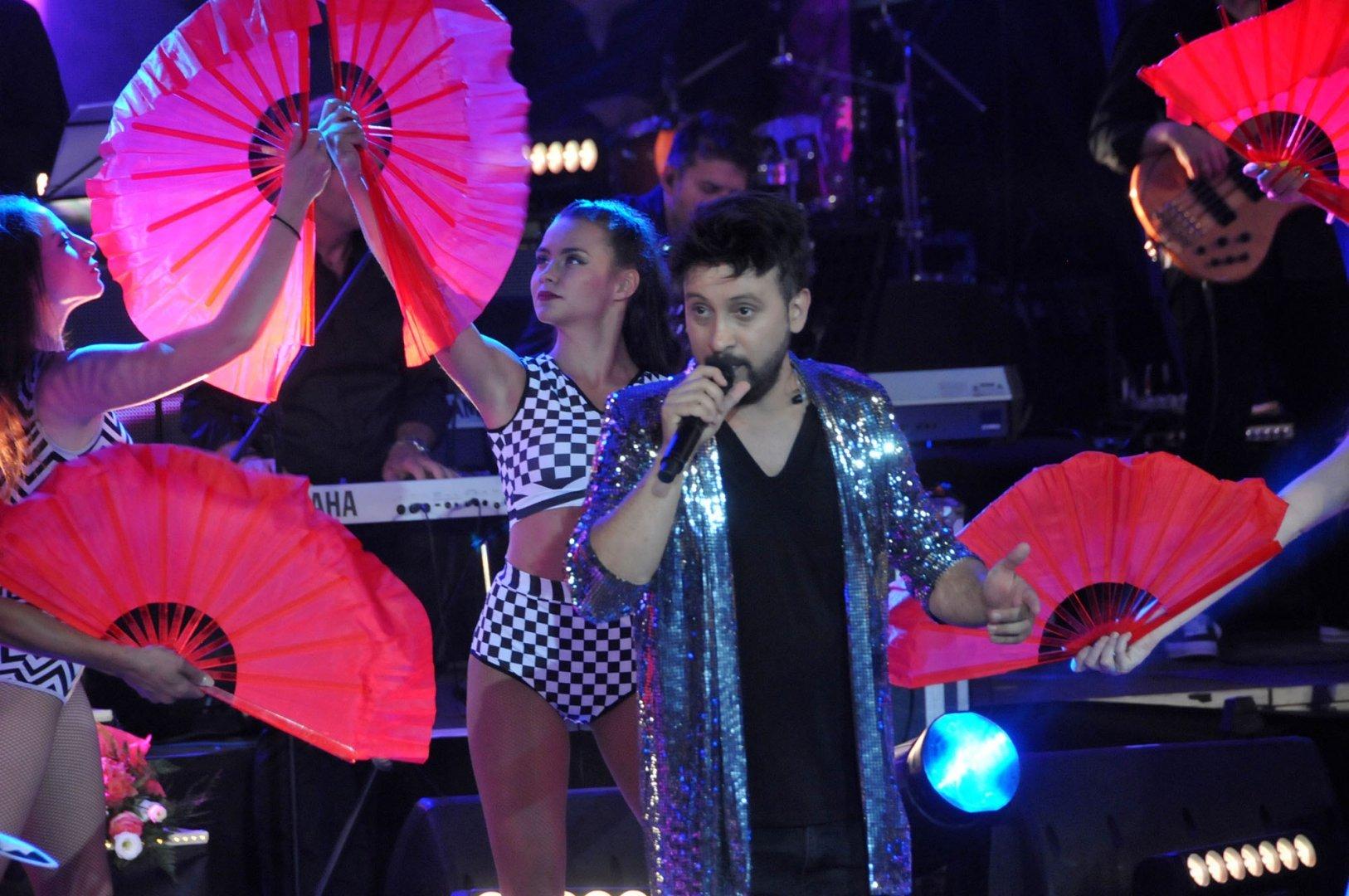 Георги Дюлгеров ще пее в новогодишната нощ на площада в Поморие. Снимки Архив Черноморие-бг