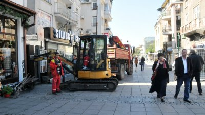 Ще бъде сменен стария водопровод на улица Алеко Богориди. Снимка Лина Главинова