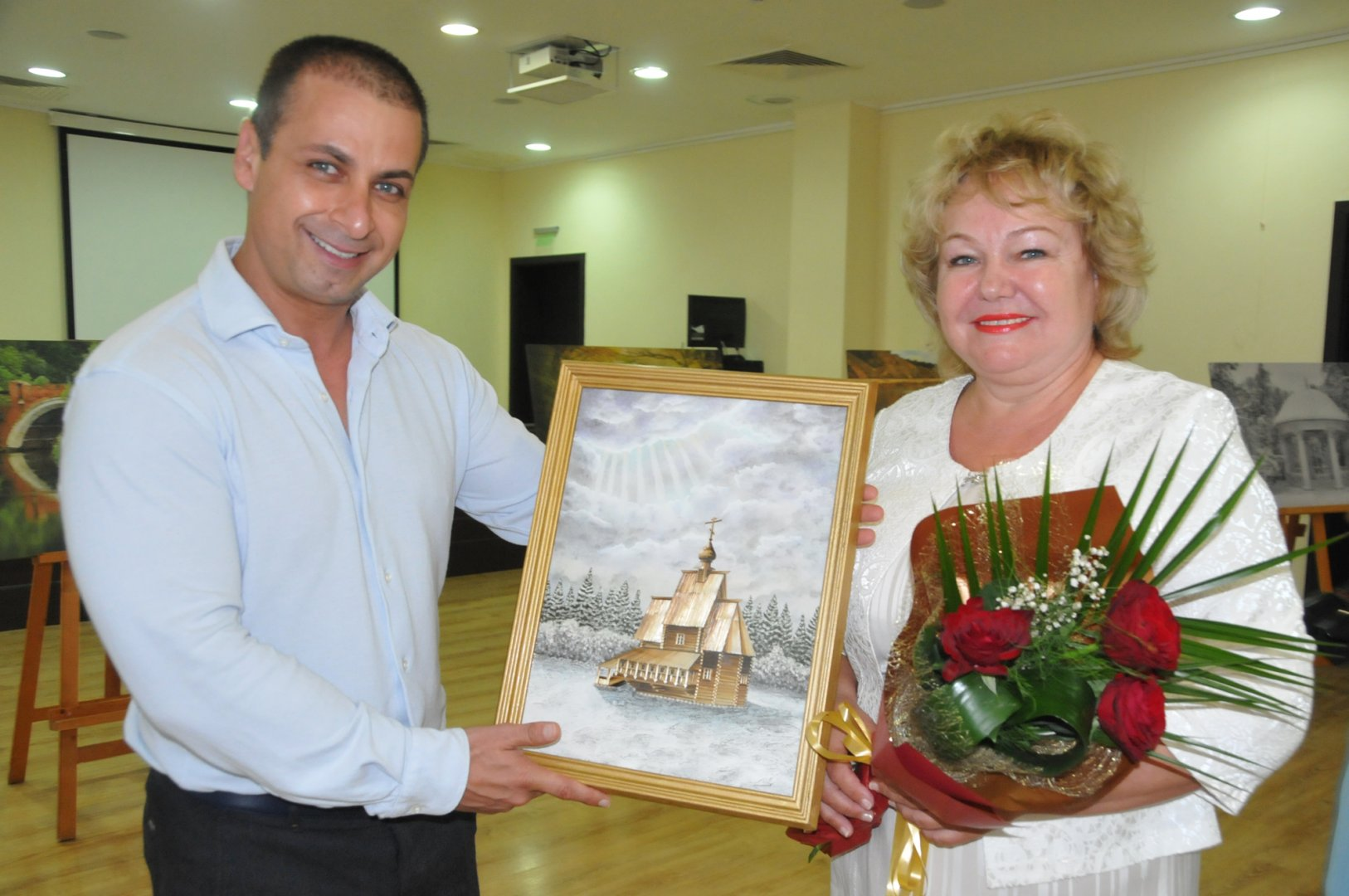 Олга Мочалина подари картина на Живко Табаков. Снимки Лина Главинова