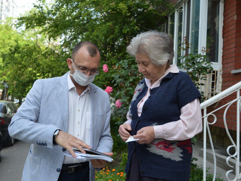 Областният управител Вълчо Чолаков намерил начин да помогнат на бургазлийката. Снимки Областна управа - Бургас