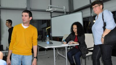 Иво Рафаилов (вляво) се върна в родния Бургас след дълги години отсъствие. Снимки Лина Главинова
