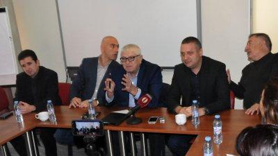Депутатите и местните лидери на БСП дадоха последен за годината абрифинг. Снимка Лина Главинова