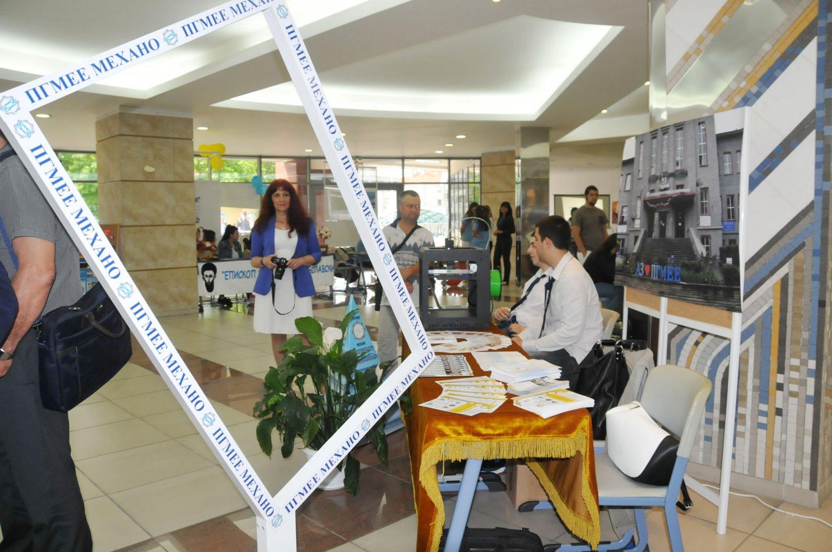 Желаещите са учат в ПГМЕЕ имат богат избор на специалности. Снимка Архив Черноморие-БГ