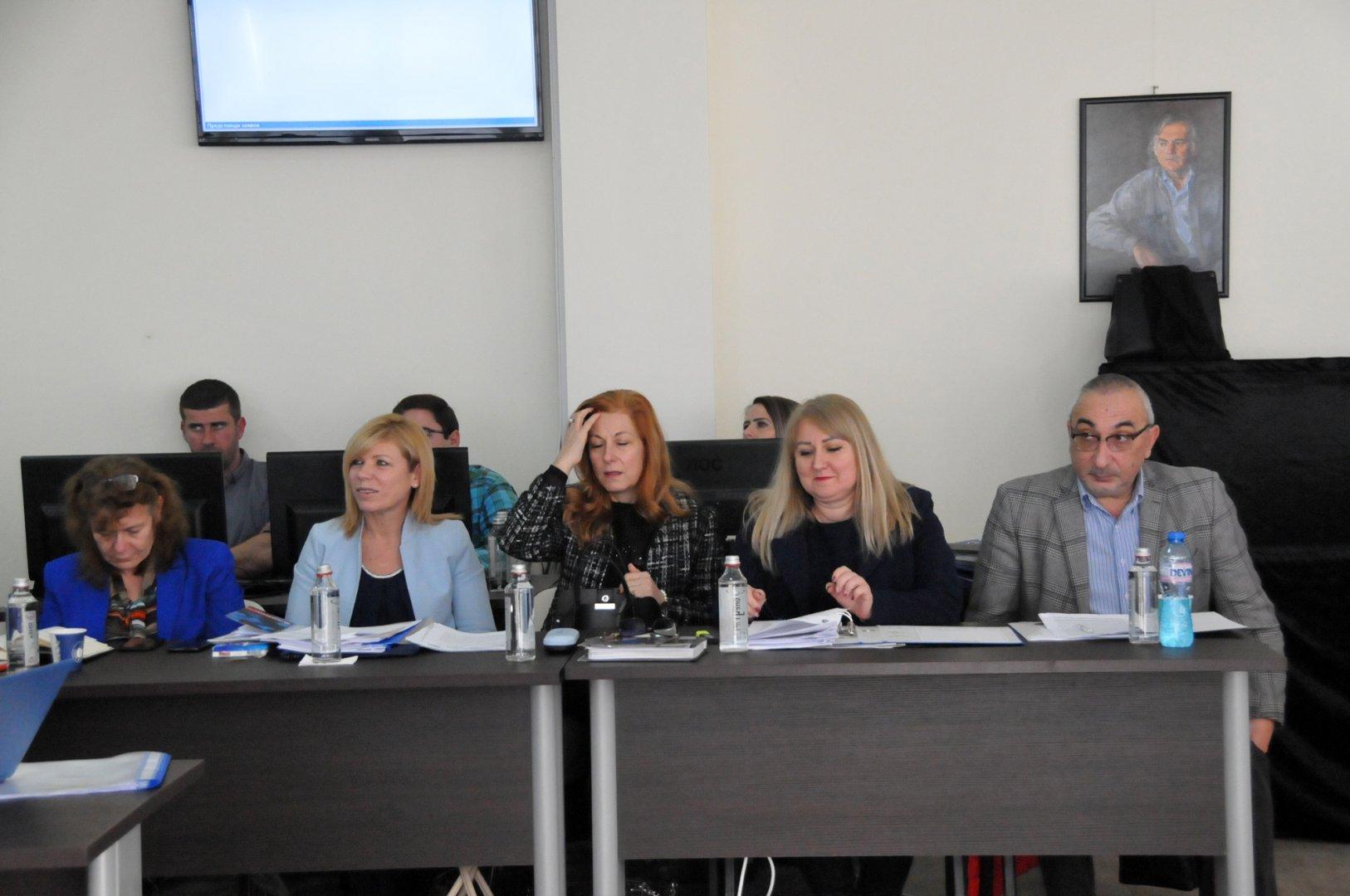 И пред следващите четири години Община Бургас ще има петима зам.-кметове. Снимки Лина Главинова