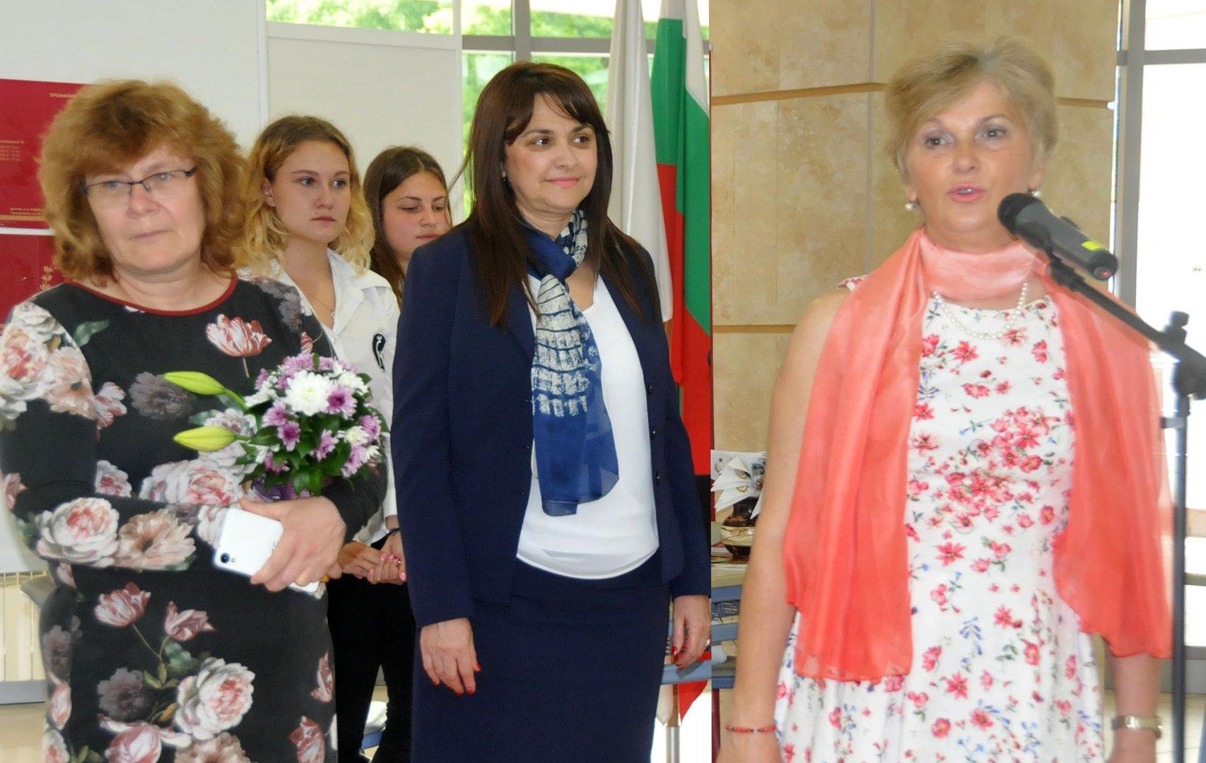3 700 седмокласници ще се явят на изпити през май, каза Виолета Илиева (вдясно). Снимки Лина Главинова